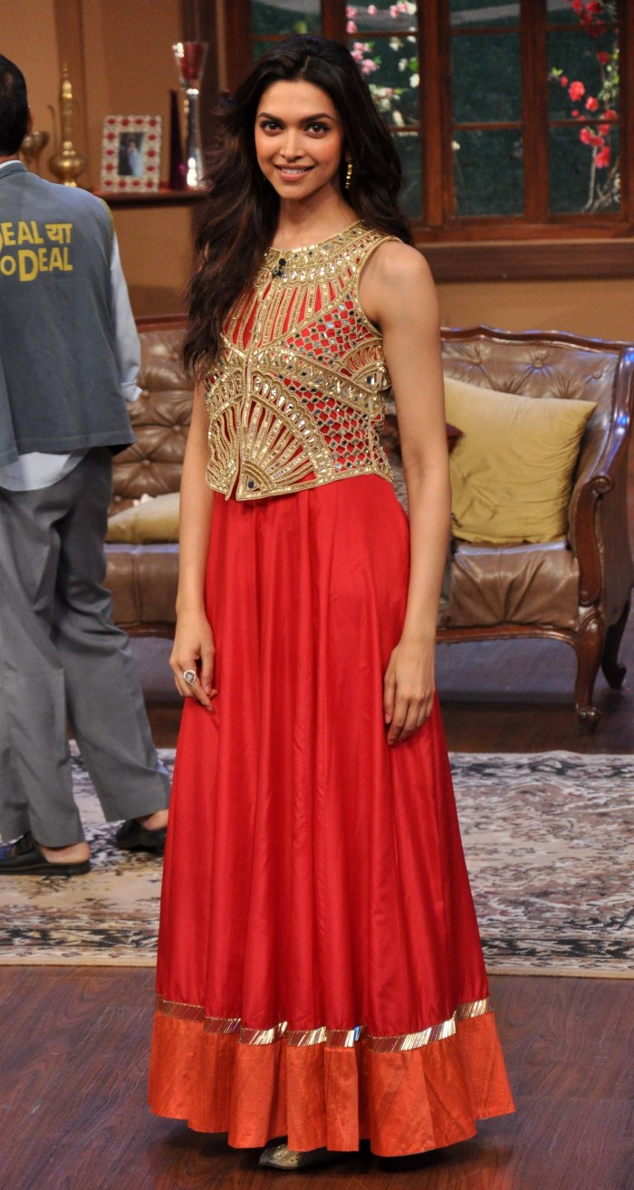 Deepika Padukone in Red Gown at Chennai Express Promotion ...
