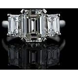 18 KT White Gold Fashionable Emerald Diamond Ring (Design 8)