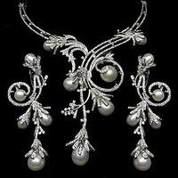 DNS 13 Diamond Necklace