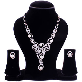Oval set stone neckpiece with pearl and diamontes