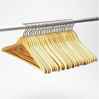 Set Of 06 Wooden Hangers  / Clothes hangers