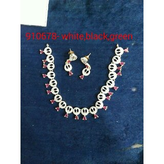 American dimond necklace  with red dimond simpel and beautiful
