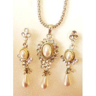 Exclusive Designer Pearl Dual Tone Pendant Set