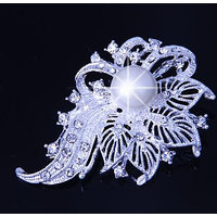 Ambitione Big Flower Crystal Brooch