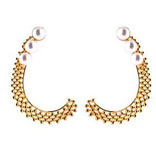 Trendy earcuff with pearls and golden polish