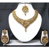 Beautiful Flower Design Necklace Set