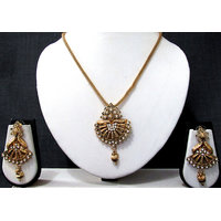 Queen Pendant Chain Necklace Set