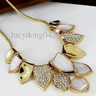 leaf neckpiece