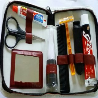 Shaving Kit Pack Of 8 Products In Travel Pouch Zipper