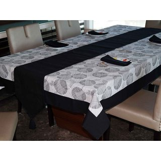 Lushomes Geometric Printed 6 Seater Small Table Linen Set