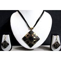 Black Thread Square Pendant Teracotta Necklace Set