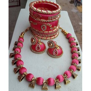 Jewellery set made of silk thread