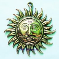 BWHG109  Black Metal Wall Hanging Of Sun Face( 18x19cm,300gm Approx)
