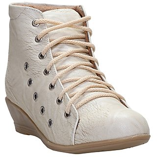 CATBIRD Women Cream Stylish Casual Boots LED-48