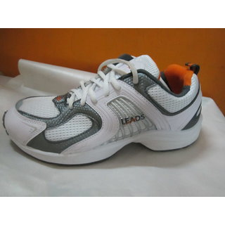 Sports shoes for men in white mesh