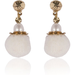Diva Walk white alloy  earring-00921