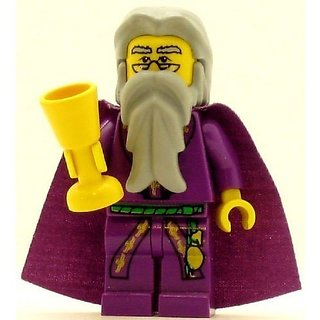 Rare - For an unknown reason This version was released only in the 2002 sets.-Comes 100% complete with cape!-Other acce