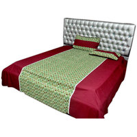 SleepSmart Red& Green Printed Designer Bedsheet With Pillow Covers