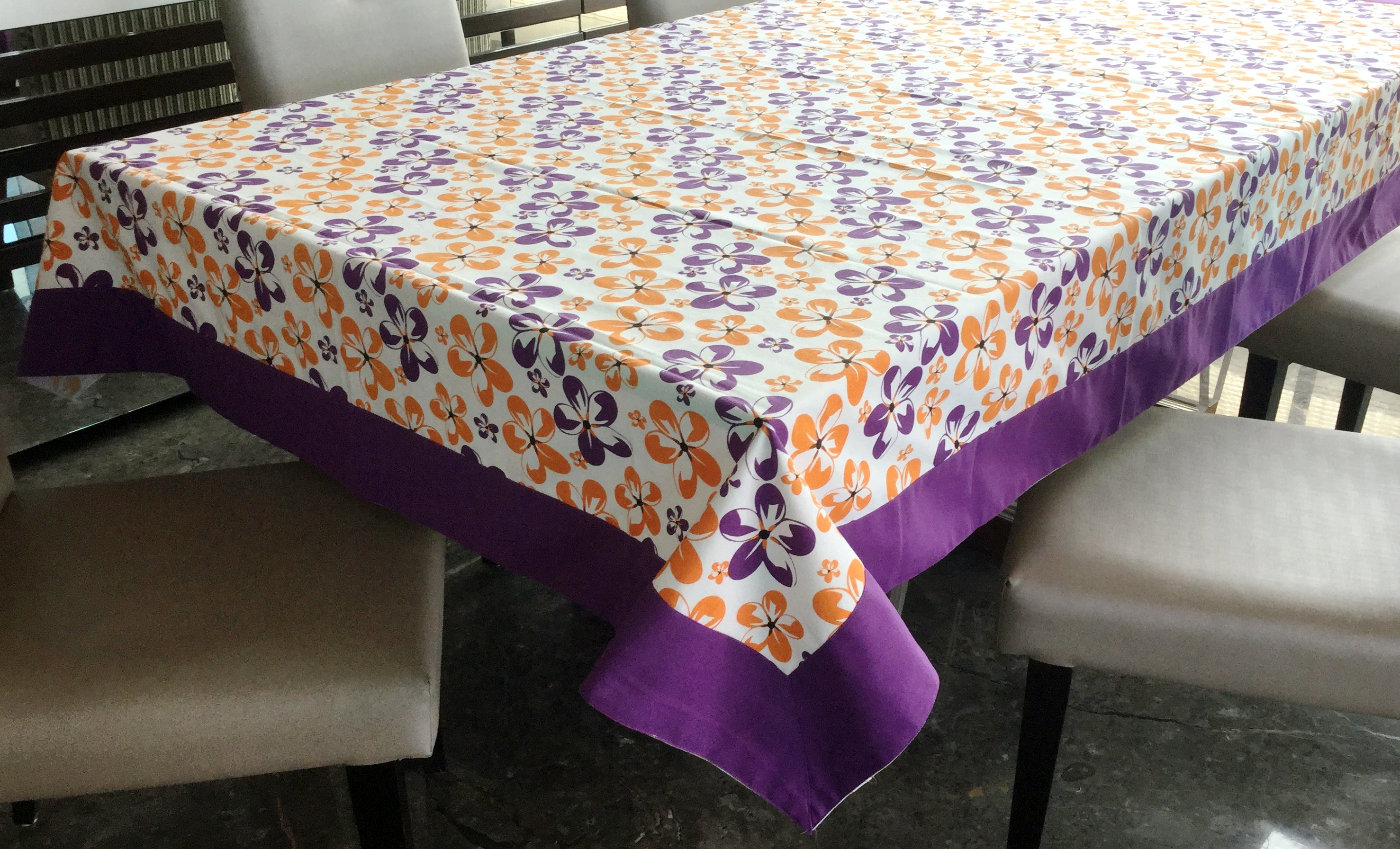 Lushomes 6 Seater Small Shadow Printed Table Cloth