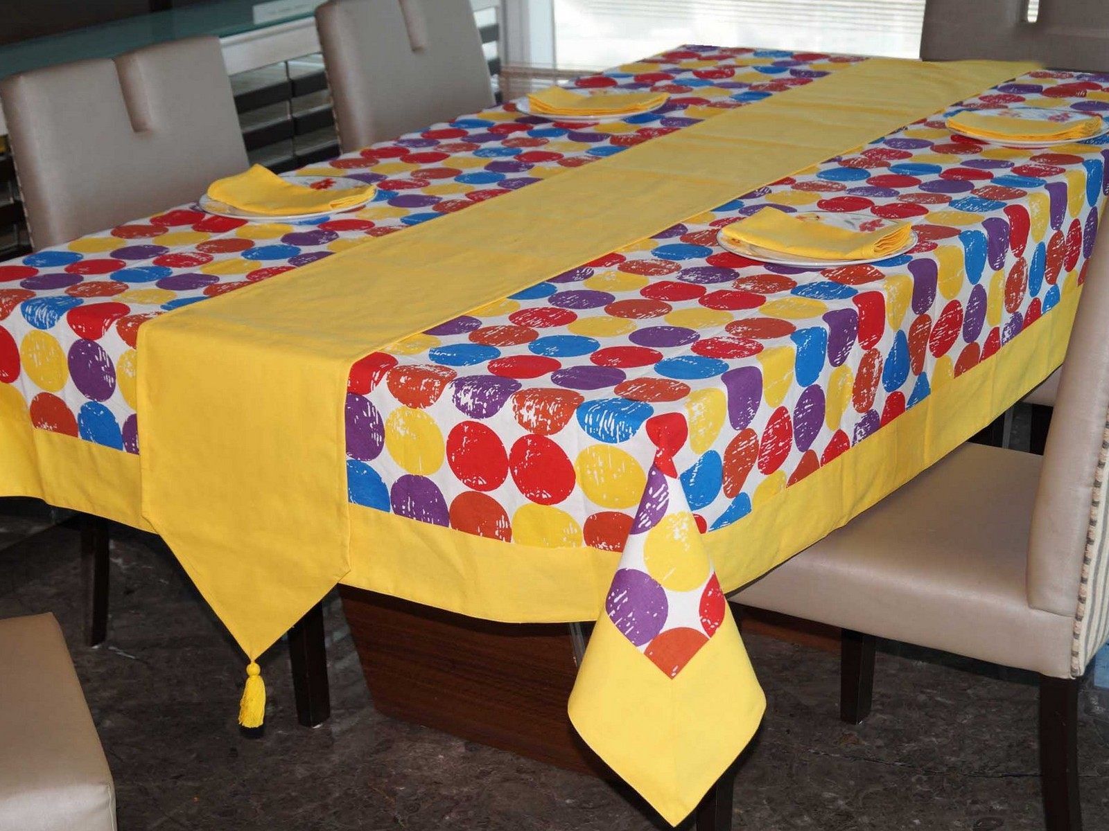 Lushomes Titac Printed 8 Seater Table Linen Set