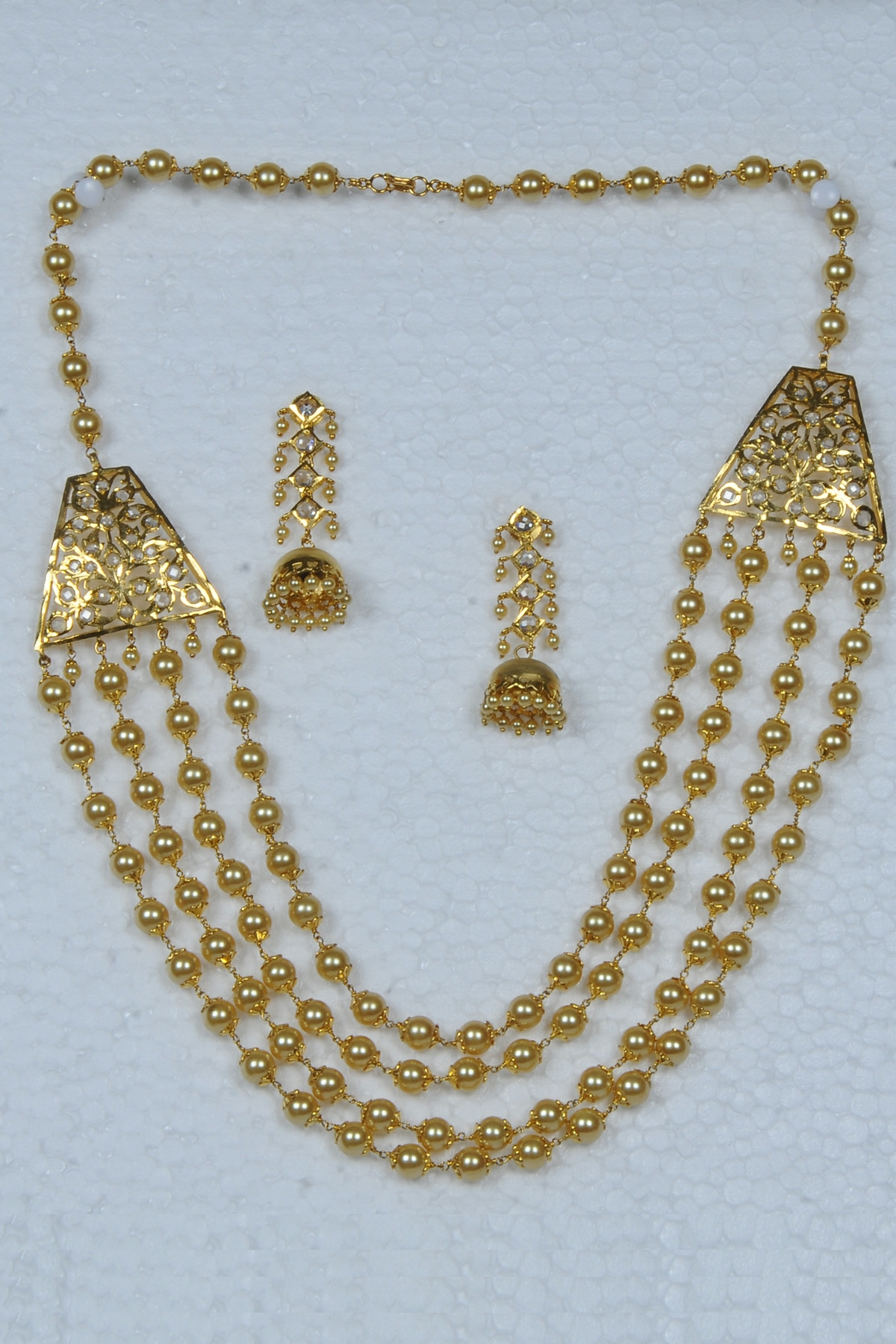 Pearl Necklace With Gold Plated Side Pendants