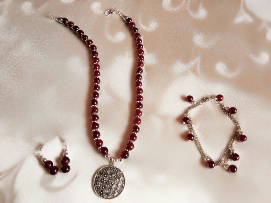 maroon glass beads necklace set