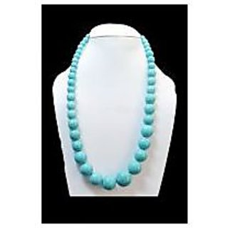 a pearls necklace