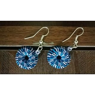 Beautiful earring made of quilling paper