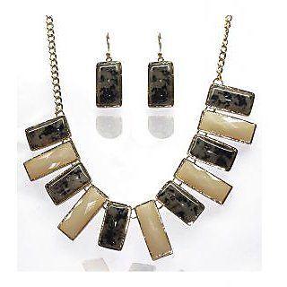Urthn Classy Necklace Set in Brown & Off White - 1103408