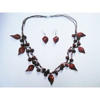 New Feshionable Beautiful Necklaces And Earrings Designer Tringle Beads