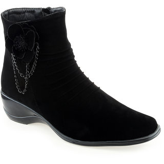 Shuz Touch Women's Black Boots