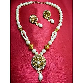 Heavy Loaded Pearls On This Beautiful Short And Light Weight Necklace