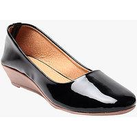 Sassy Heels-Women Black Plain Belly Shoes