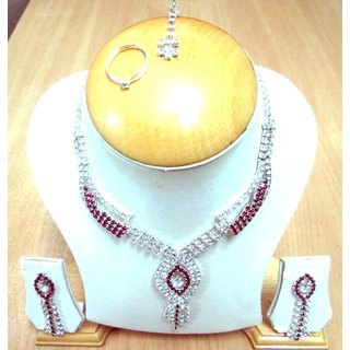 Stunning Nacklace Set With Ring and Mangtika