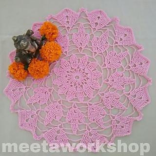 Vintage crochet lace doily / Table mat / Table decor / Table runner