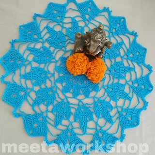 Vintage crochet lace doily / Table mat / Table decor / Table runner