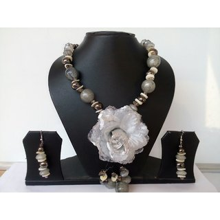 Party Wear Rose Stone and metal Beads Necklace Sets.