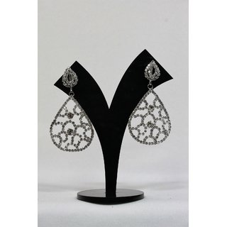 Light Weigth Trendy Earrings in White Stones and Pearls