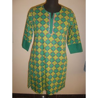 Mayur Collections Green coloured printed kurti with Three fourth sleeve
