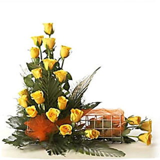 Tweenty Five Yellow Roses in a