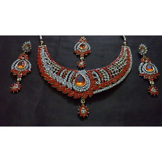 very stylist and sansual new look necklace with earring and mangtika