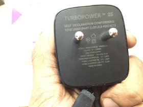 100 Percent Original 2.8A Motorola Turbo Charger, Fast QuickCharge 2.0 TURBOPOWER Charg With One Month Seller Warantee.