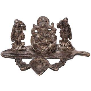 Gomati Ethnic Ridhi Sidhi Ganesha With Banana Leaf Dia