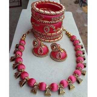 Jewellery set made of silk thread