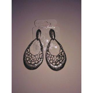 Black Silver shade earrings by Itahdura