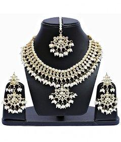 White Kundan Designer Partywear Necklace set With Mang Tikka