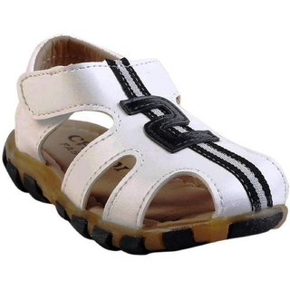 Small Toes Synthetic Leather White Comfortable Latest Stylish Solids Sandal For Baby Boys