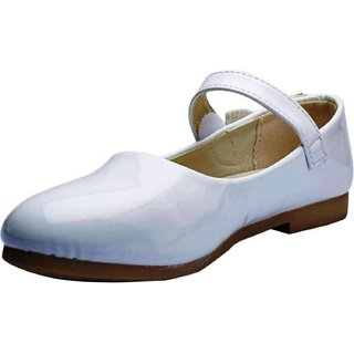 Small Toes Comfortable White Stylish Party Wear Bellies Shoes For Girls