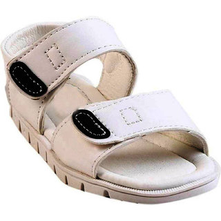 Small Toes Synthetic Leather White Comfortable Latest Stylish Solids Sandal For Kids