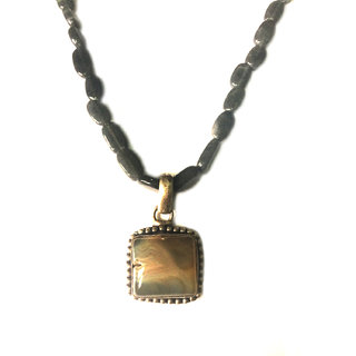 Bgyle Pendant With Dark Grey Beads Chain